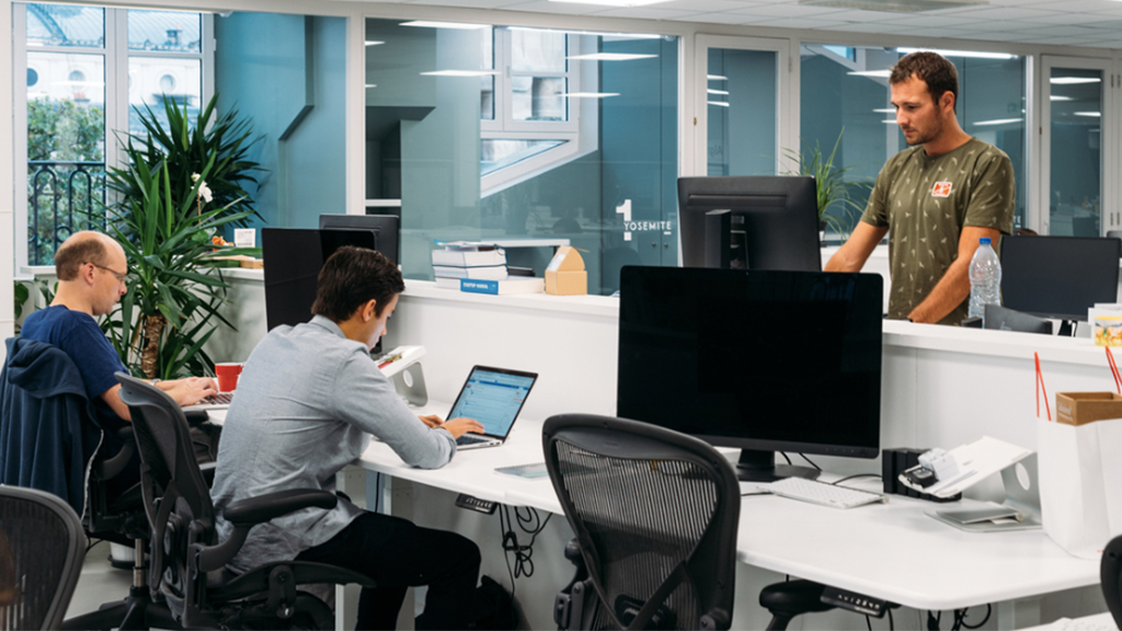 Are offices using standing desks