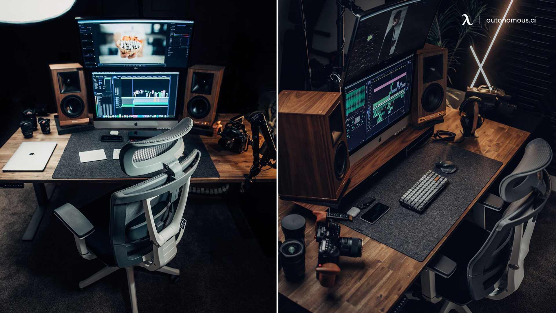Two screens desk setup
