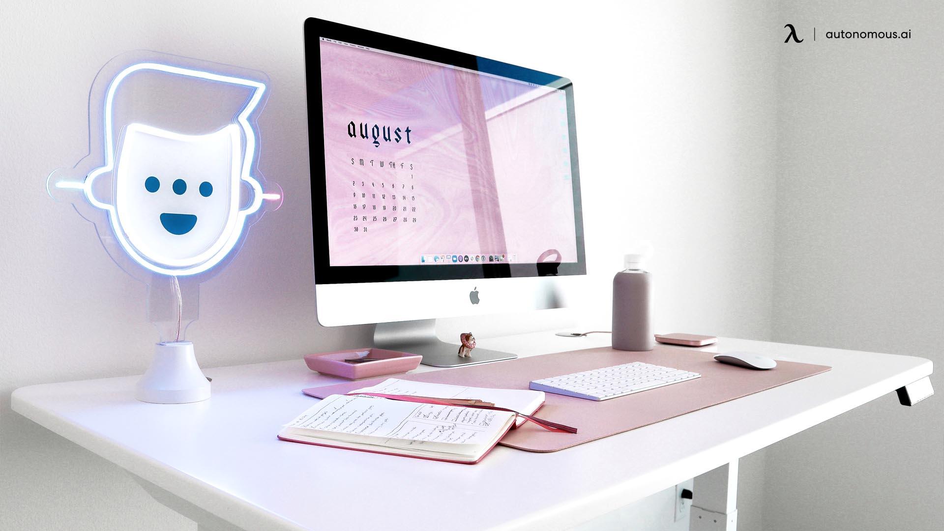Desk setup for minimalist