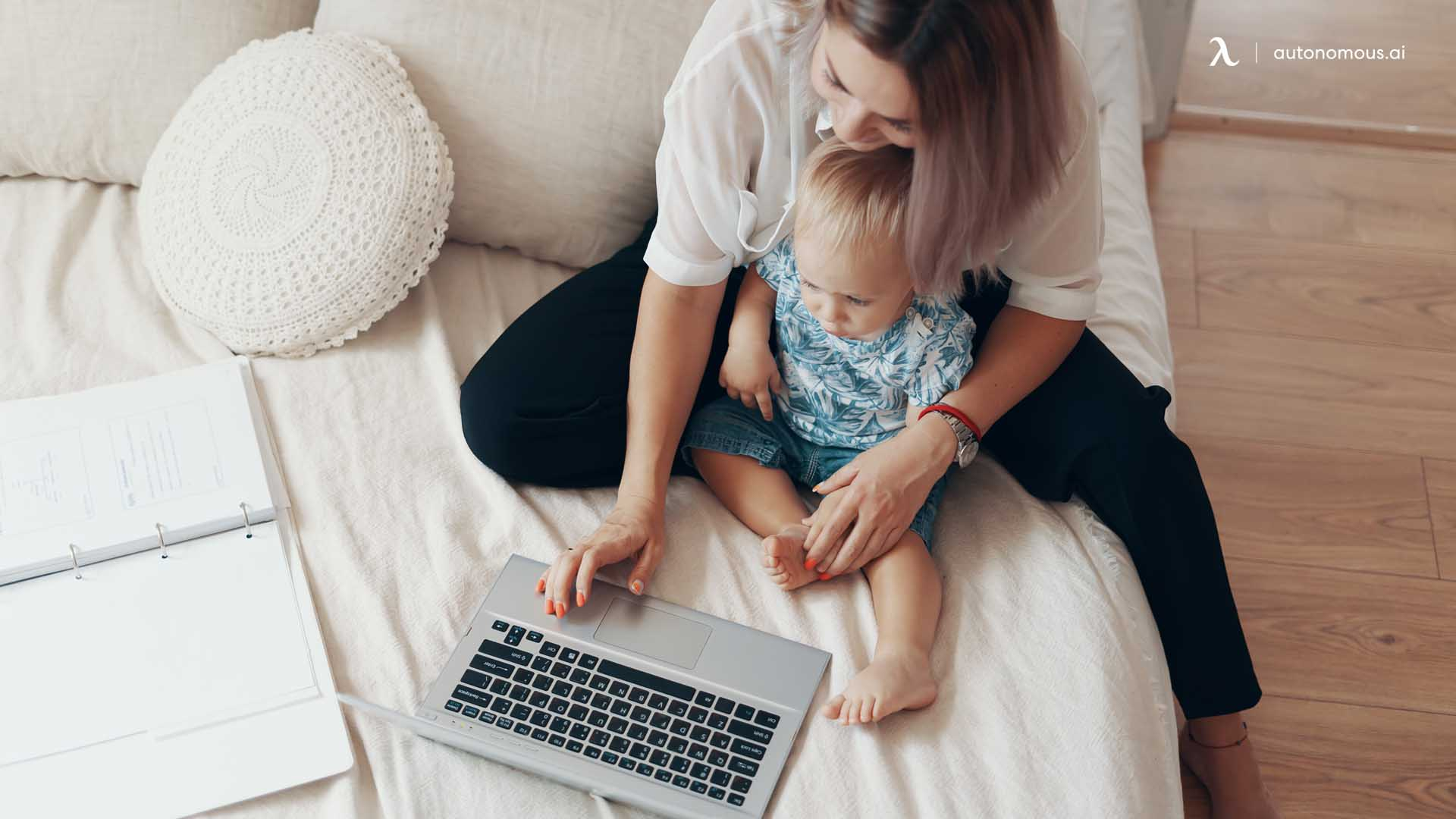 Photo of the balancing between working and parenting