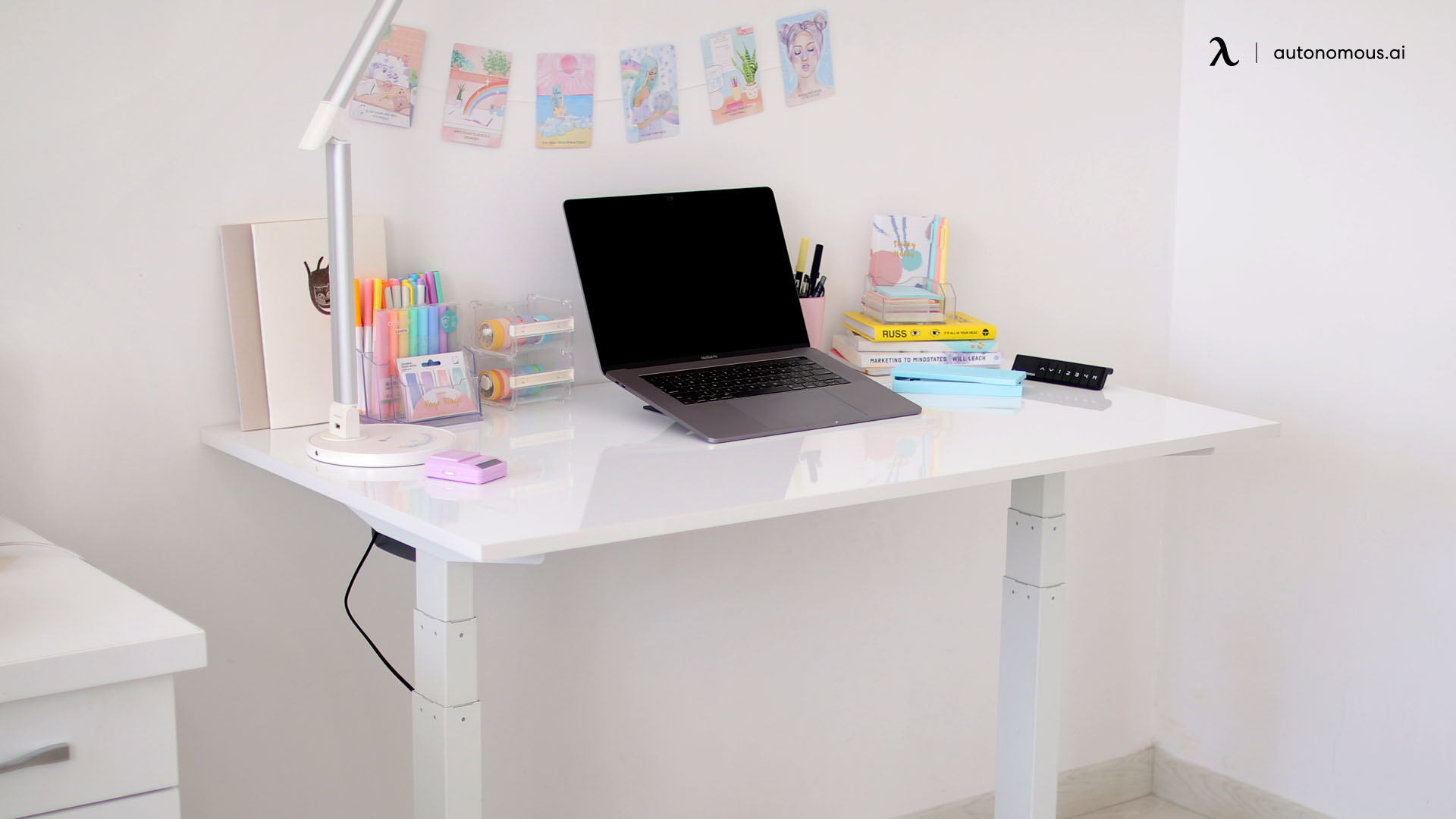 Photo of Pros & Cons of a Kid Desk Chair