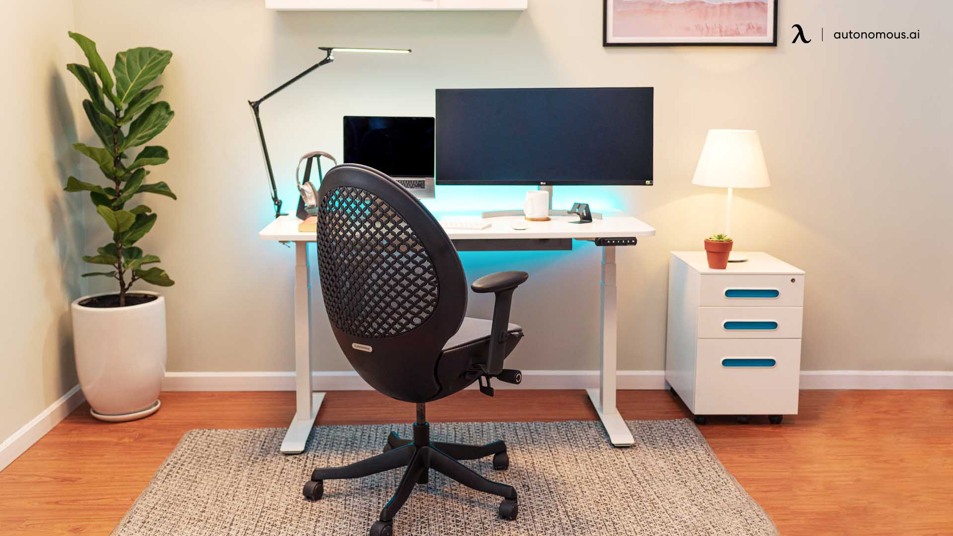 Standing desk lifting capacity with health benefit