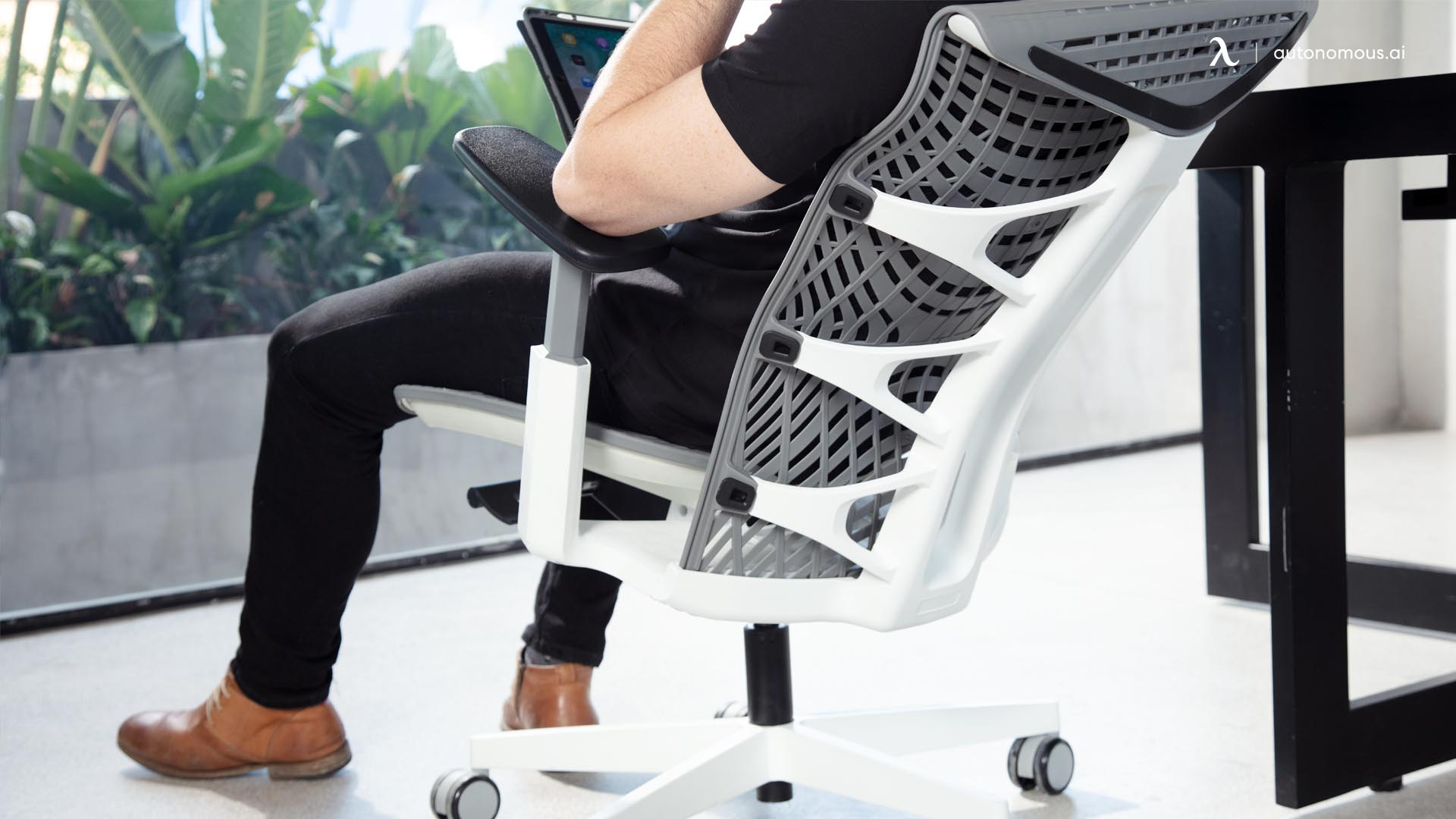 An ergonomic chair with adjustable back