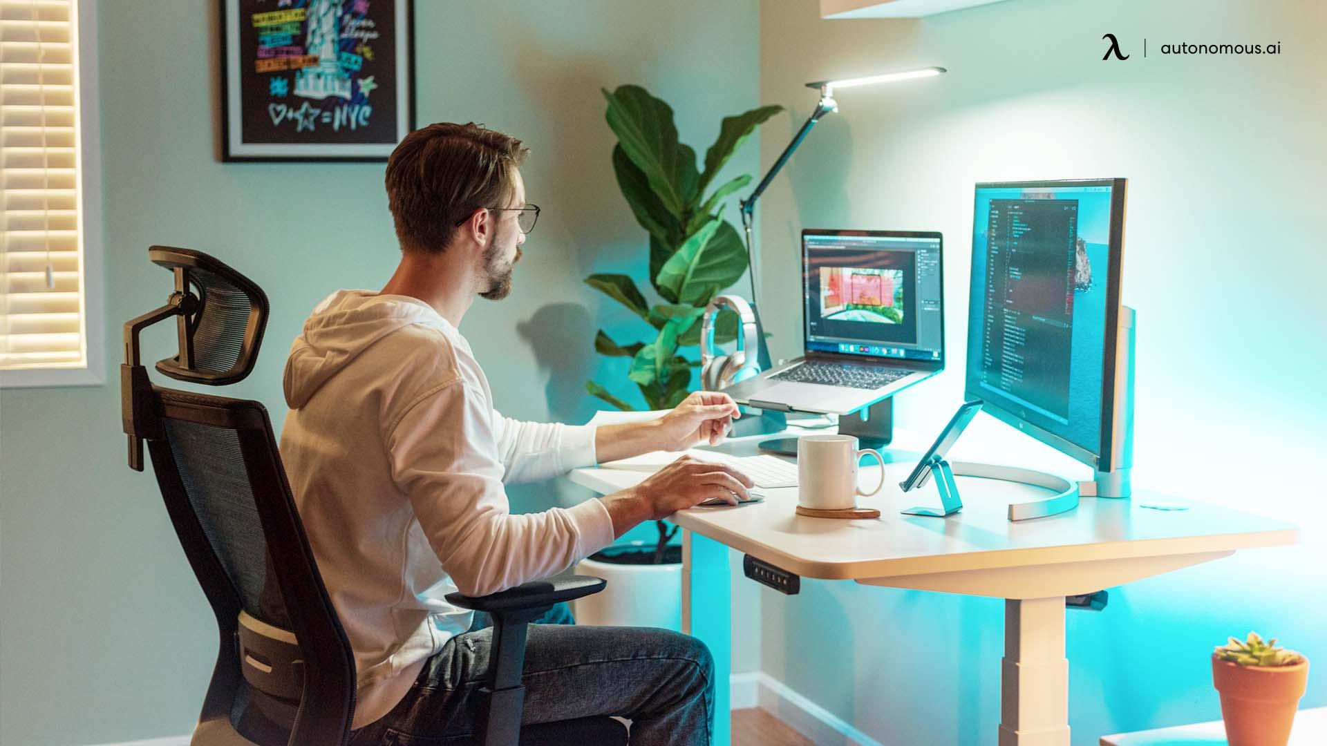 Benefits of an Ergonomic University Desk Setup