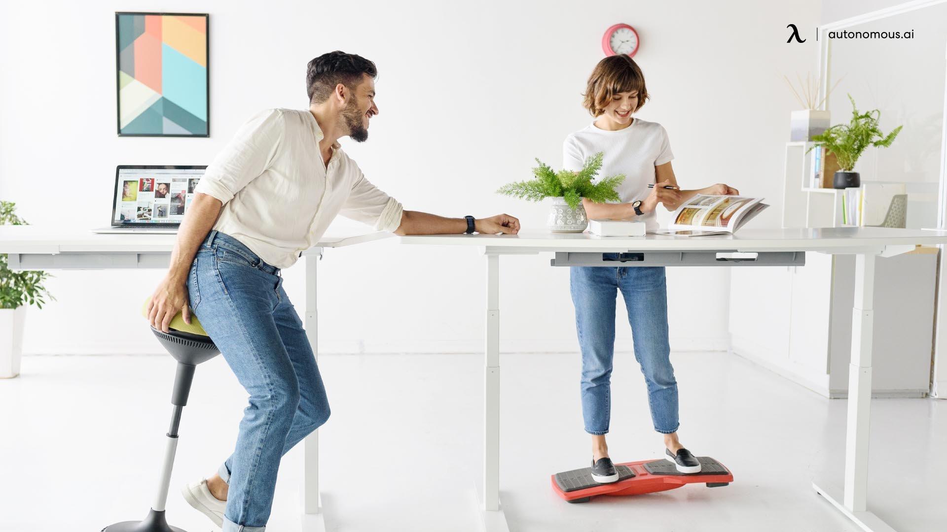 Améliorer l'humeur et les niveaux d'énergie sont les effets cachées d'un bureau debout.