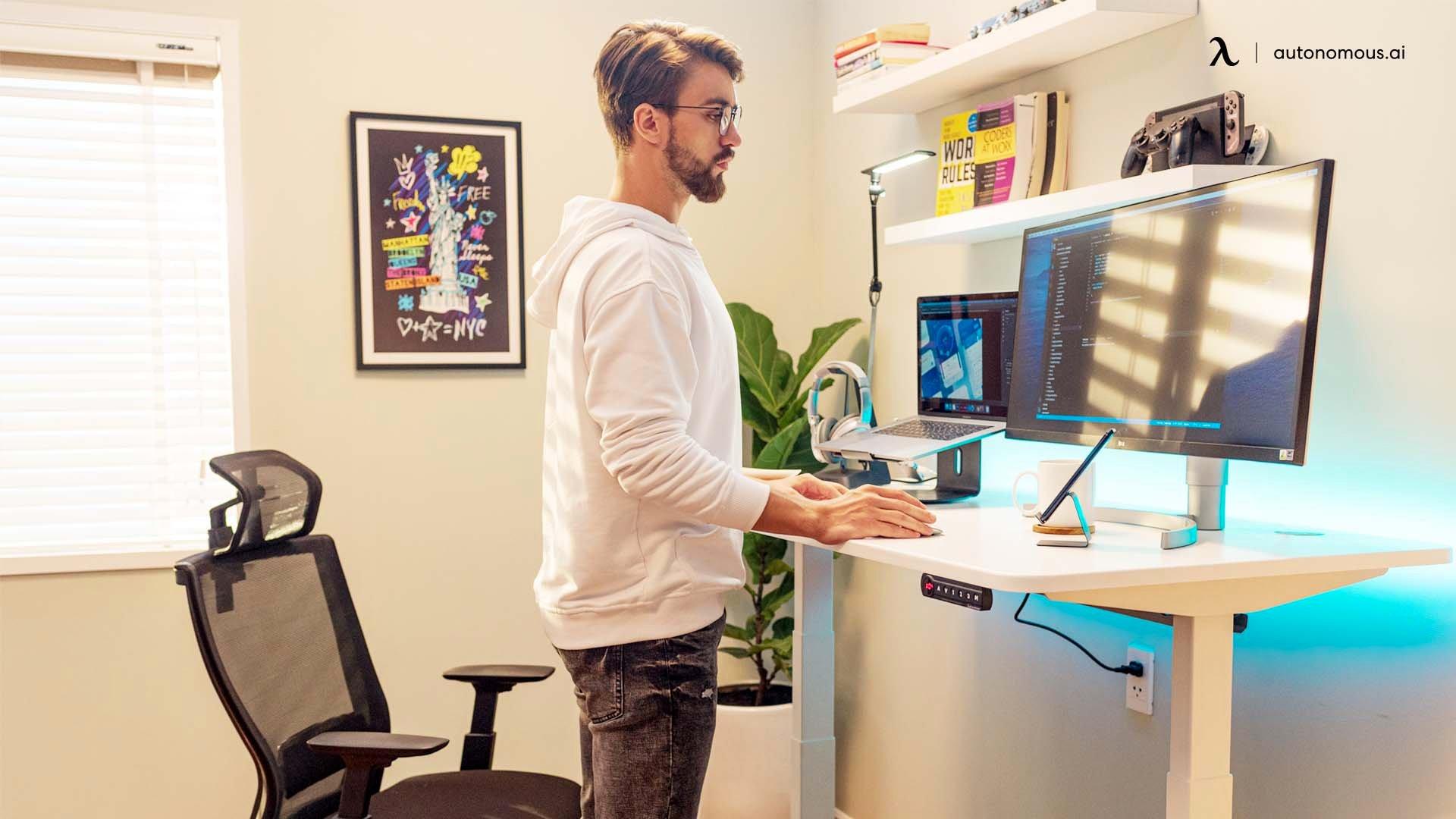 Travailler debout augmente la productivité et la concentration.