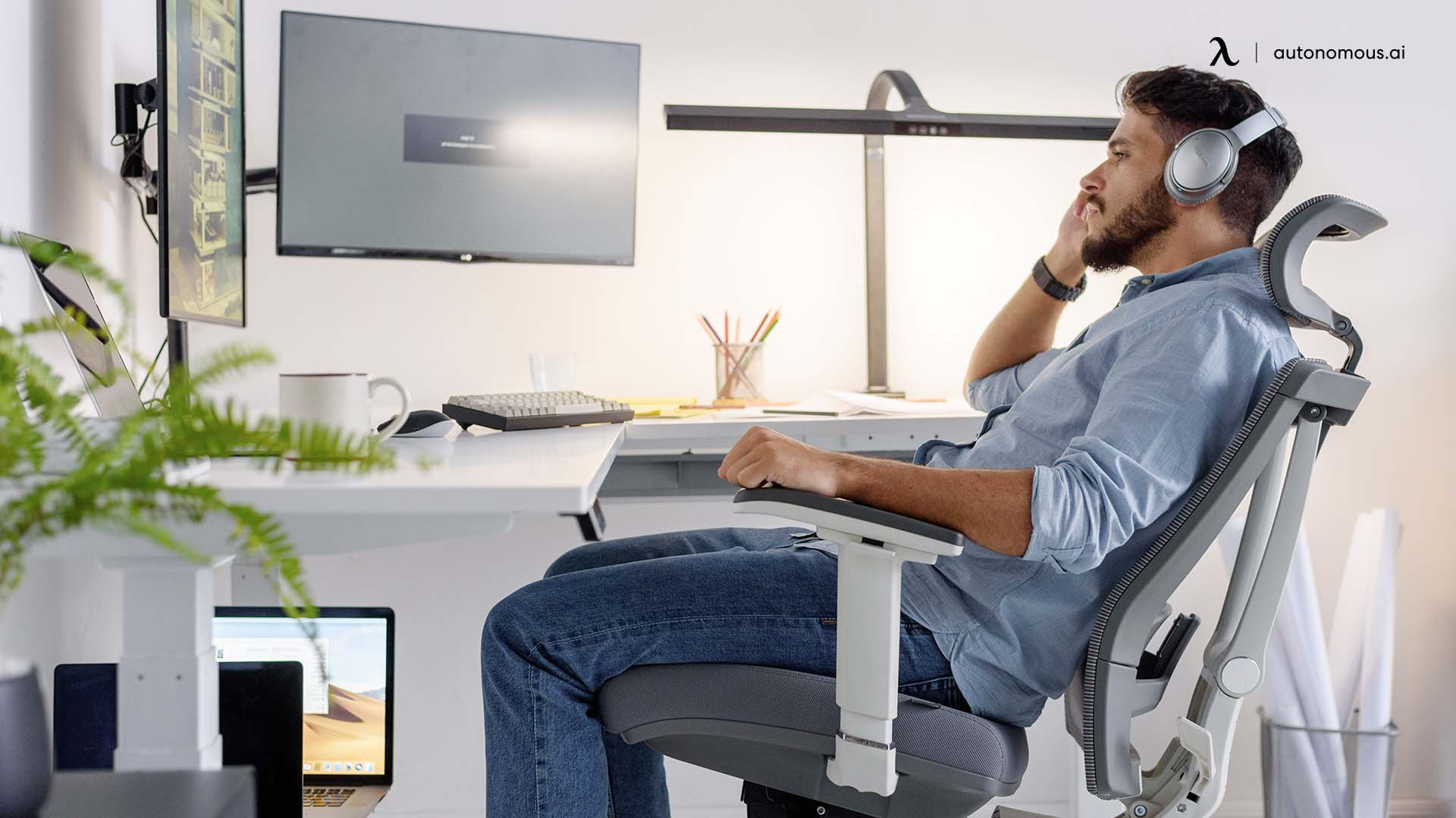 Work comfortable all day with ergonomic chair headrest