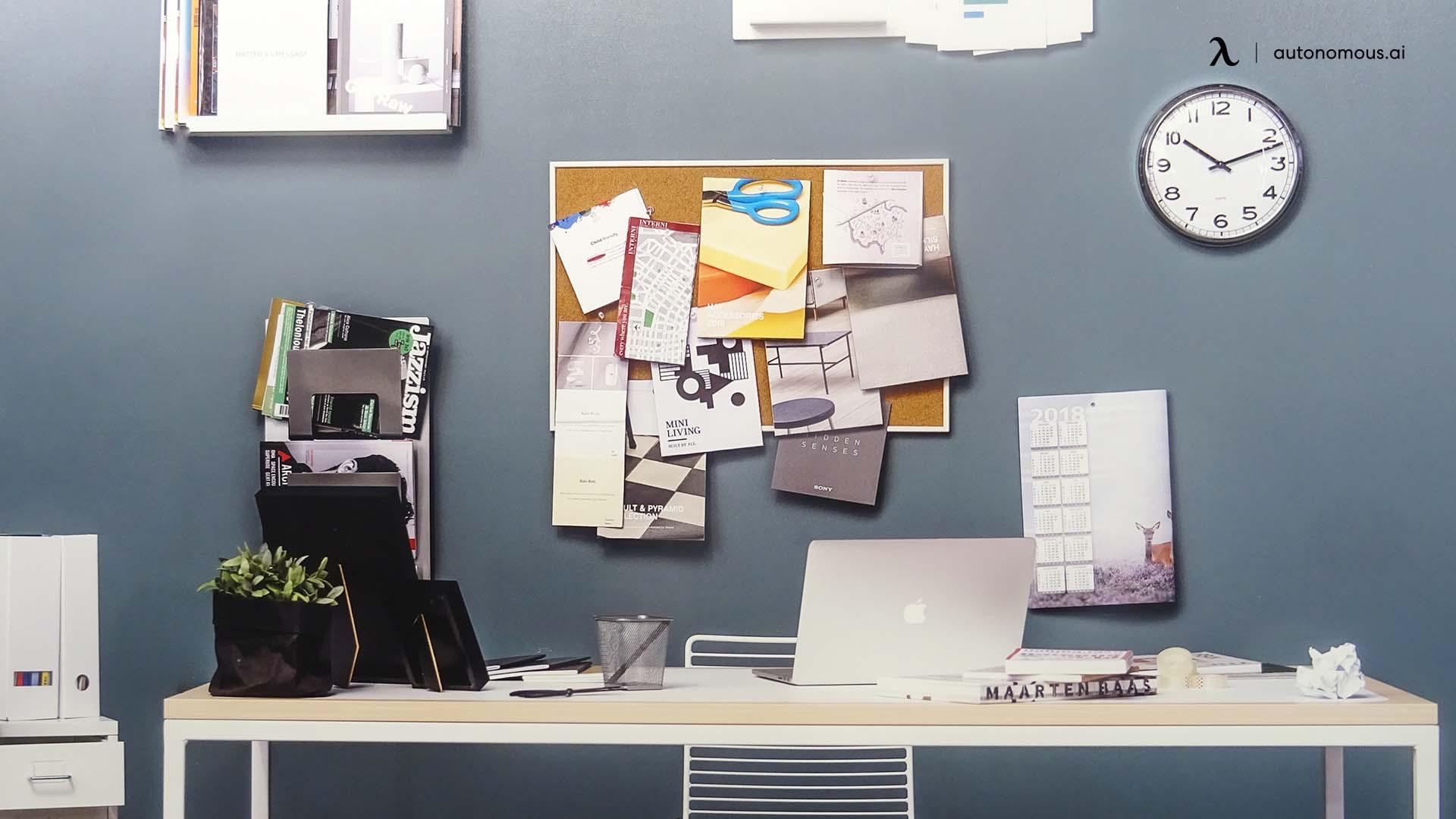 Poor desk station