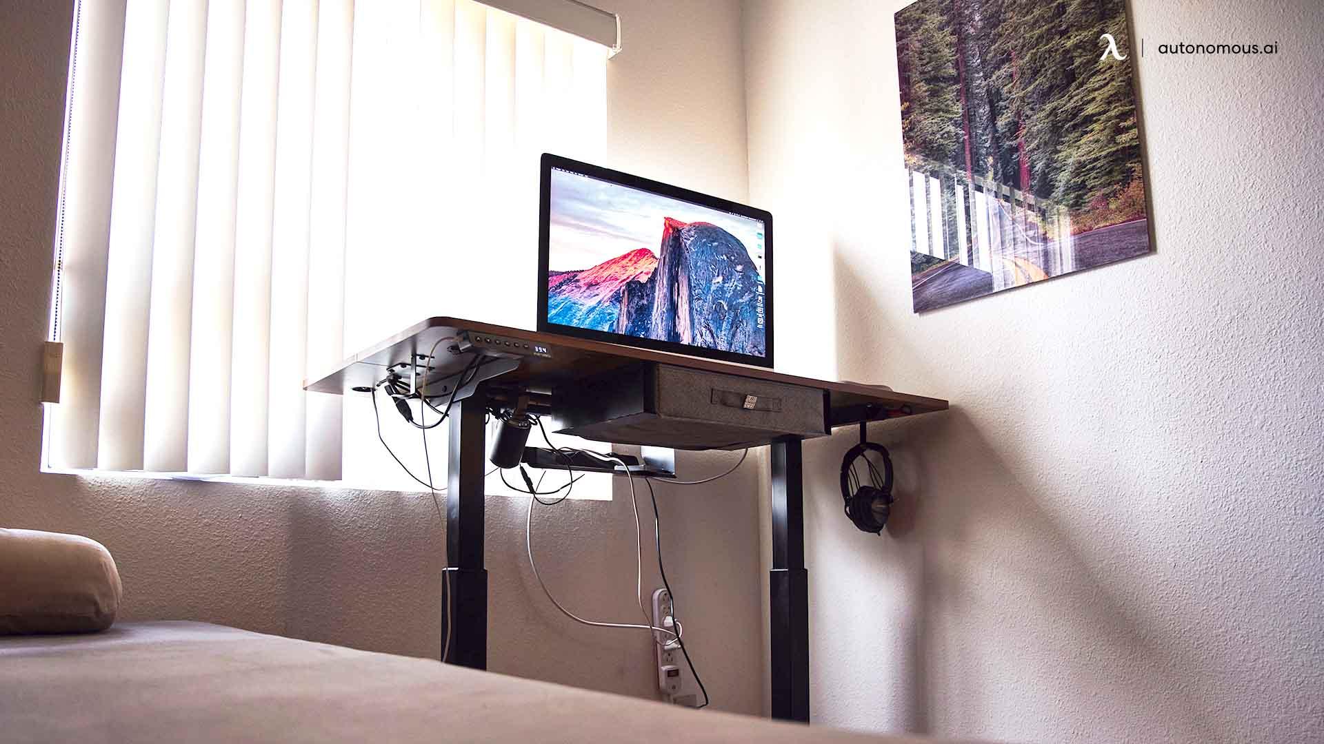 A DIY Office Desk in Bedroom