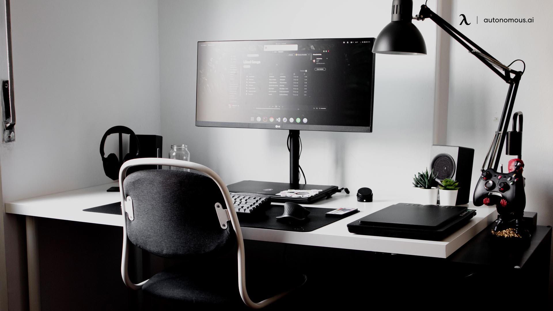 What are the Pros and Cons of an All-Black Desk Setup?