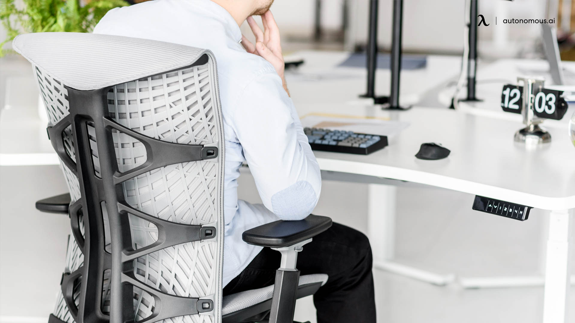 Why Choose an Electric Adjustable Standing Desk?