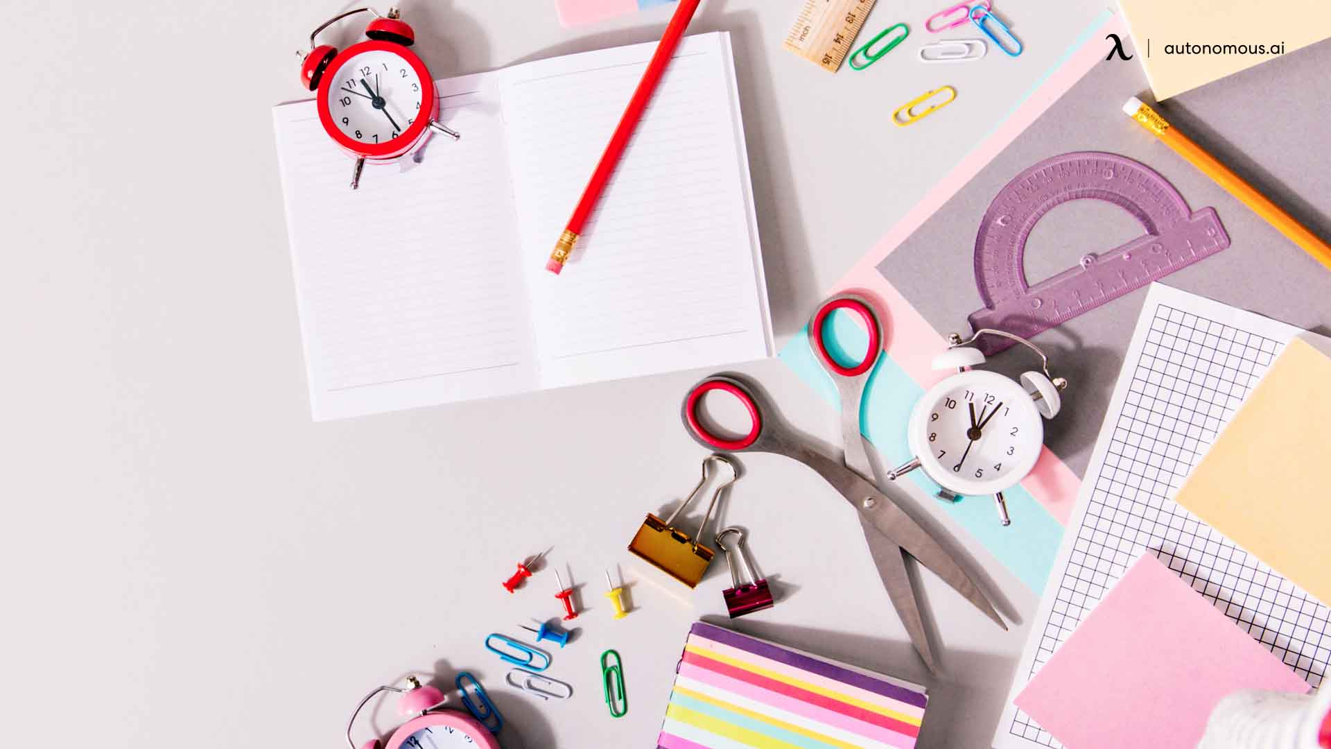 how to decorate your office desk