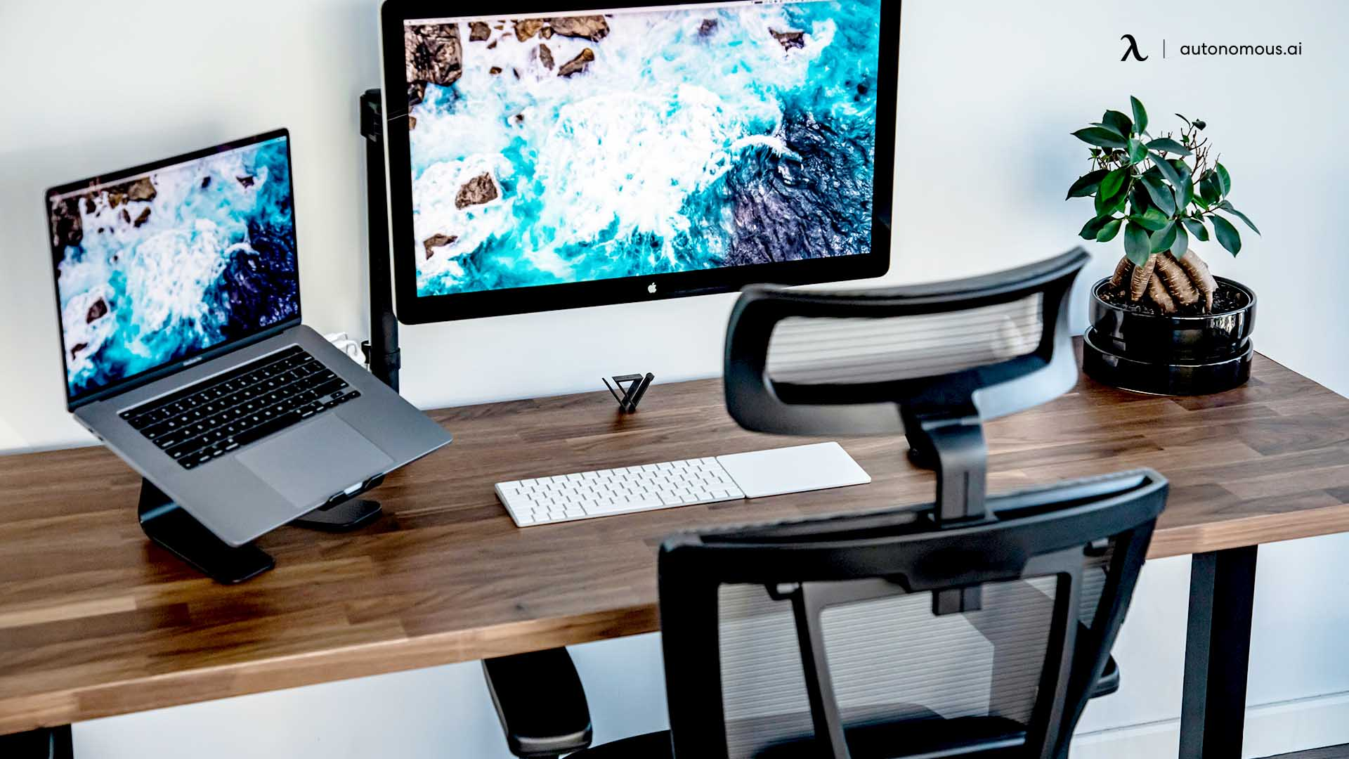 What Are the Advantages of Using an Ergonomic Desk?