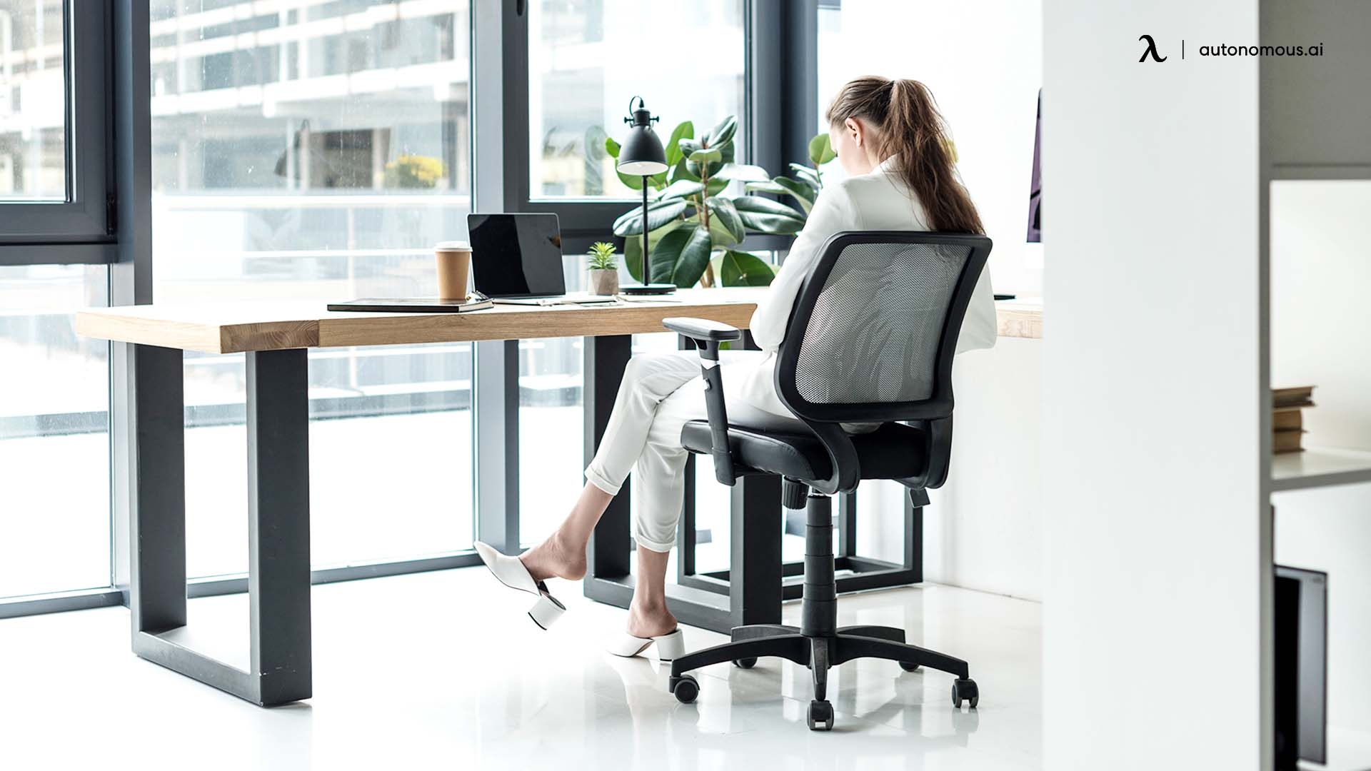 What Are the Benefits of Purchasing a Mesh Office Chair?