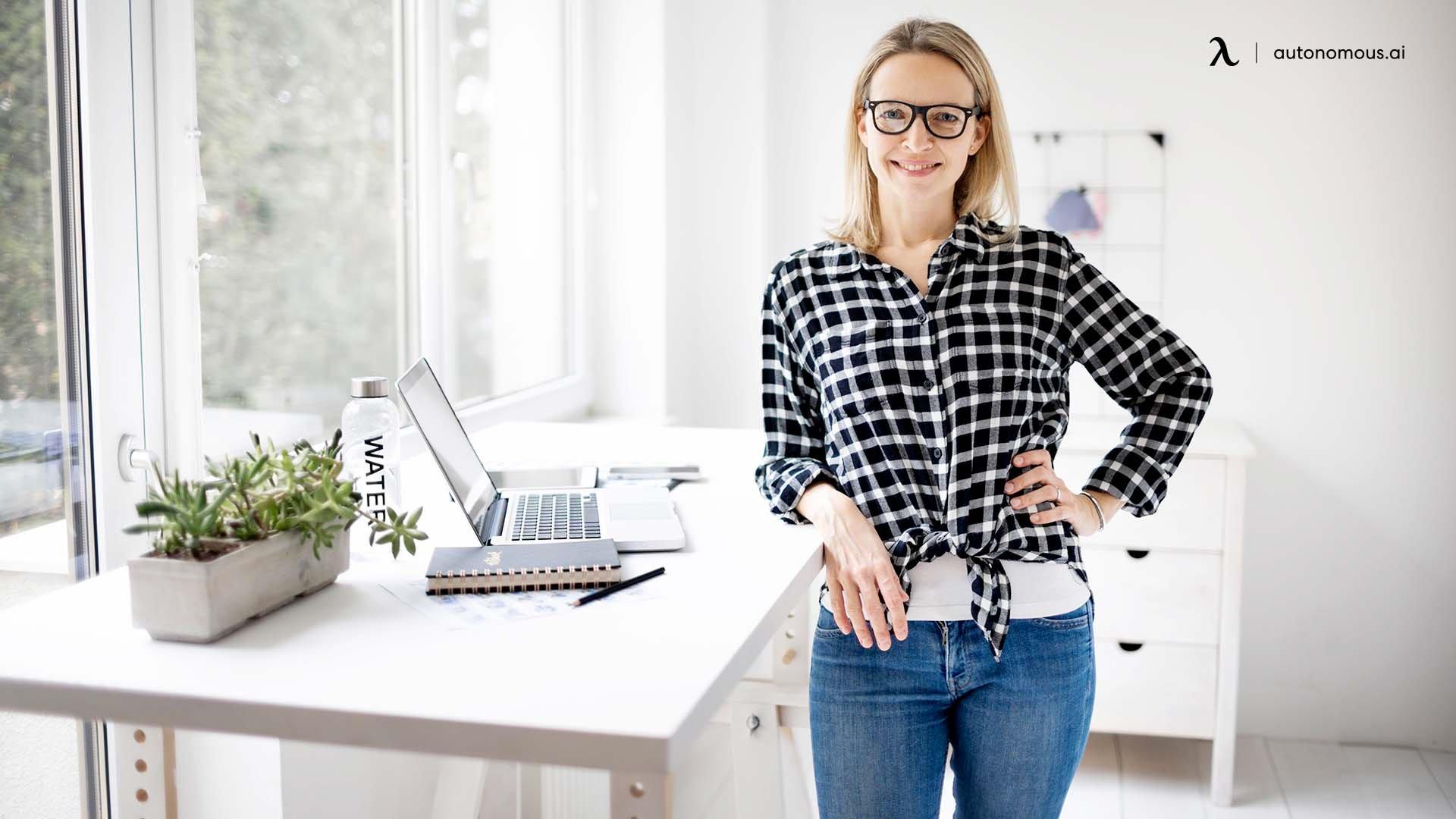 What is a Standing Teacher Desk