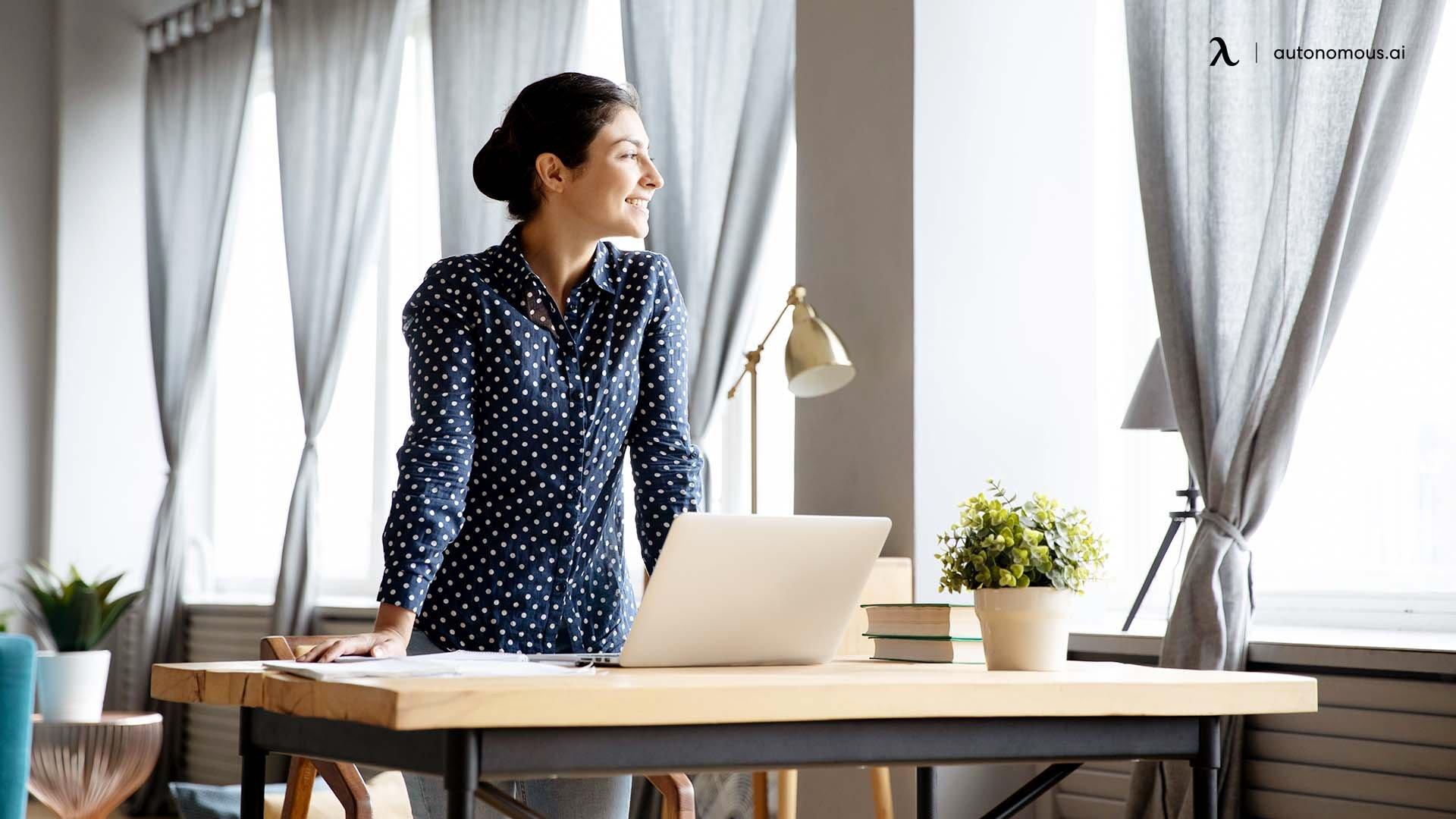 How Can a Standing Teacher Desk be Beneficial for Teachers?