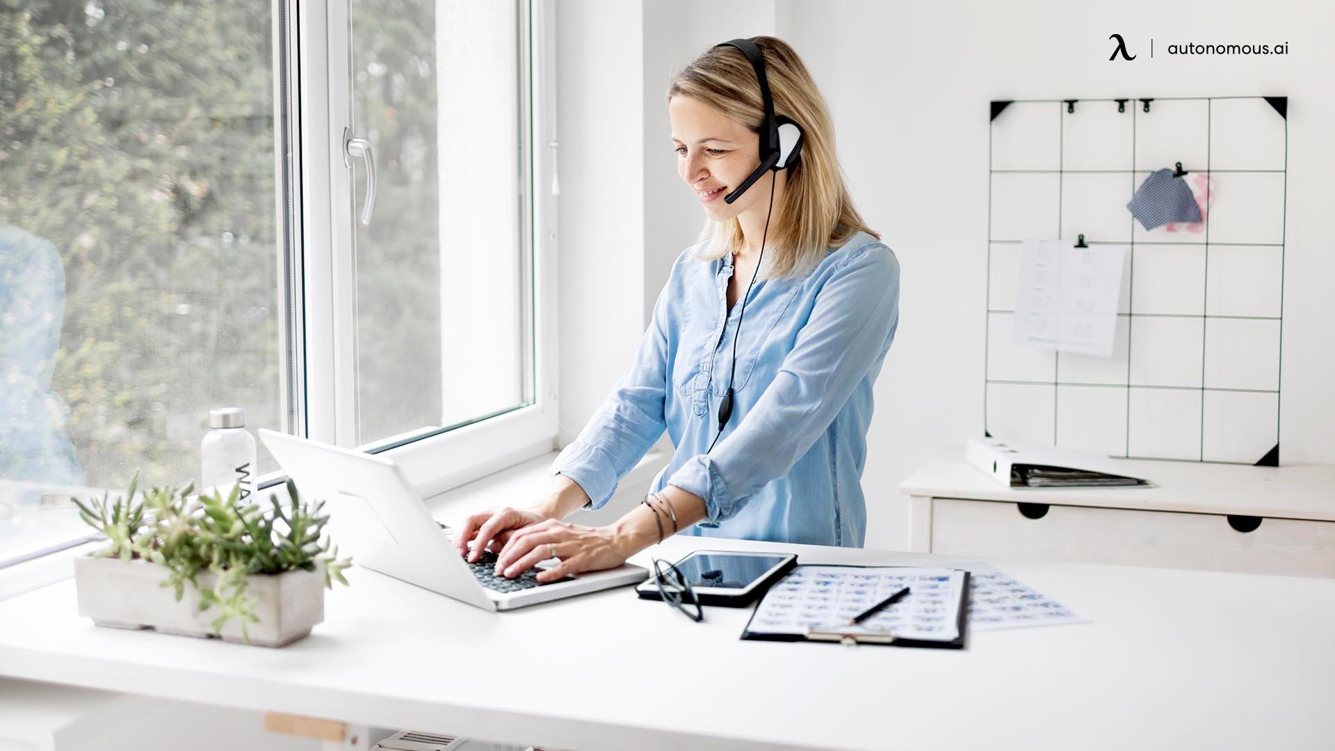 How is a Standing Teacher Desk Different from the Traditional Teacher Desk?