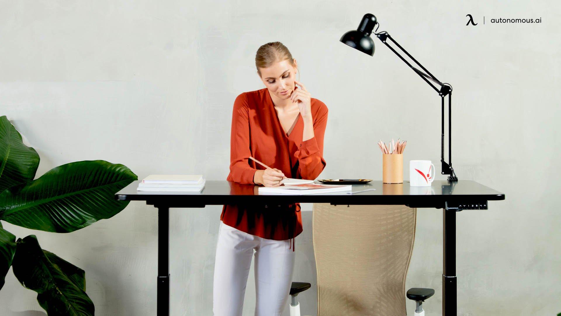 Uses of modern black office desks