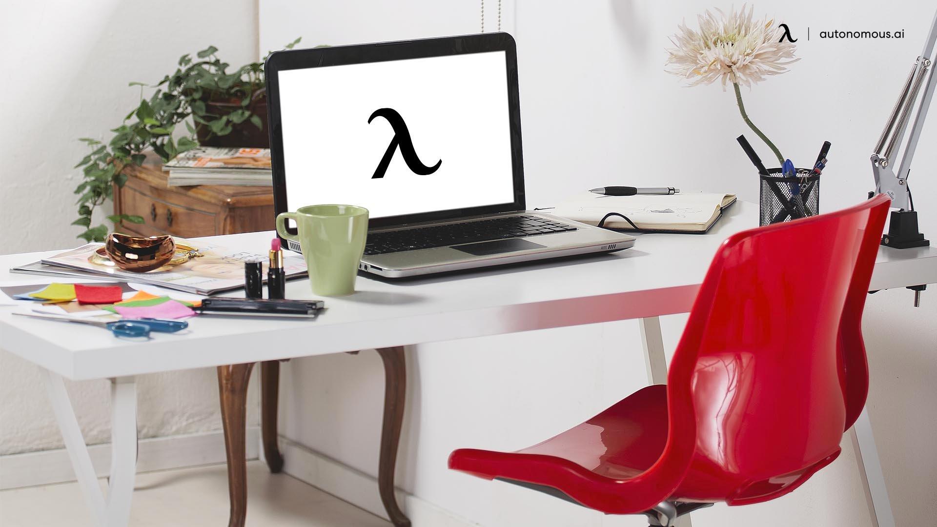 Use a Suitable Desk Set Up