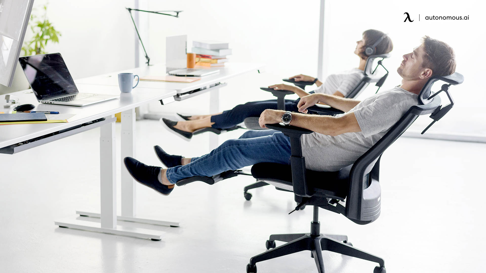Why Do You Need an Office Chair with a Leg Rest Feature?
