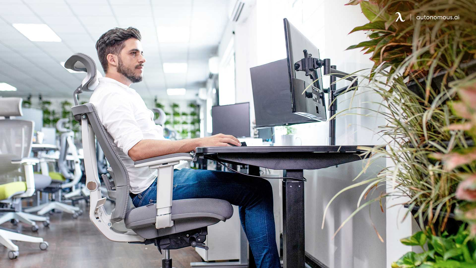 How to Sit Ergonomically at Your Workstation
