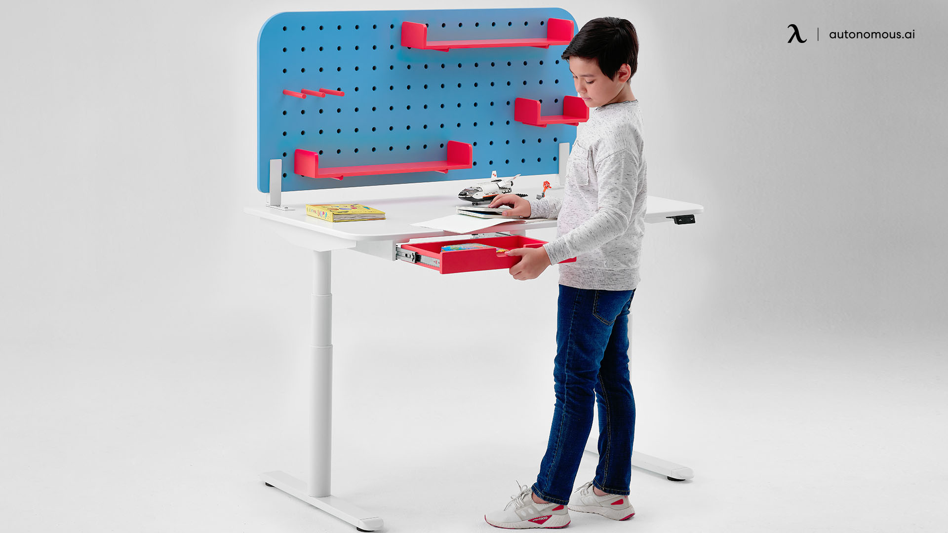 Why Your Child Needs an Ergonomic Desk