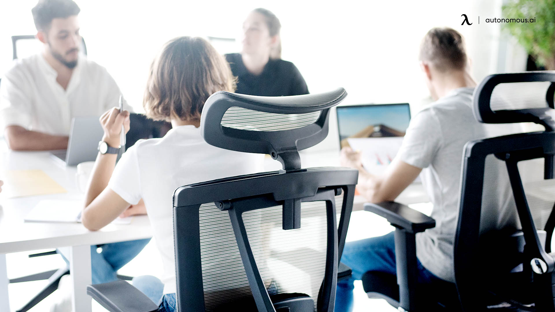 Why Does an Ergonomic Chair Need Headrest?