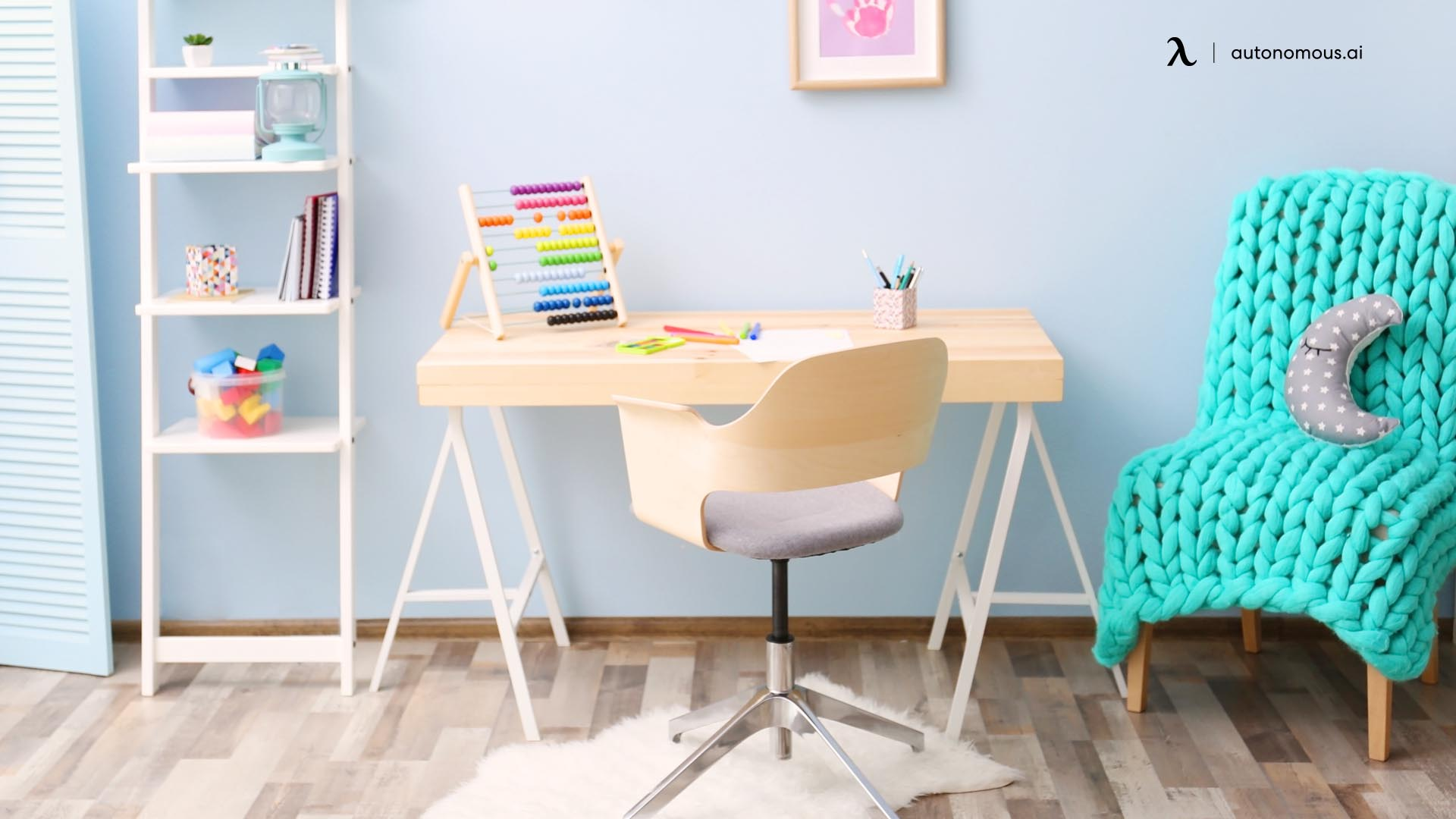 What Features of Kids Desk Chairs You Should Consider