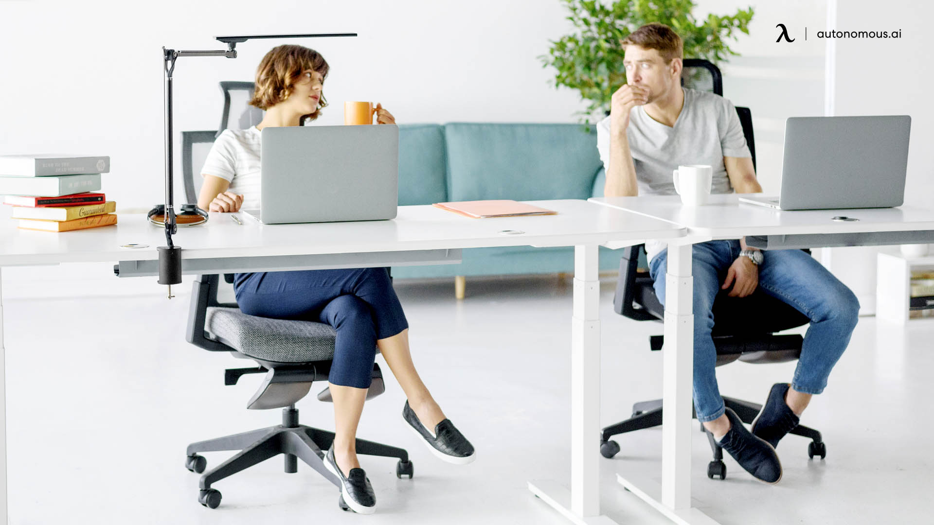 What are the Benefits of a Swivel Chair?