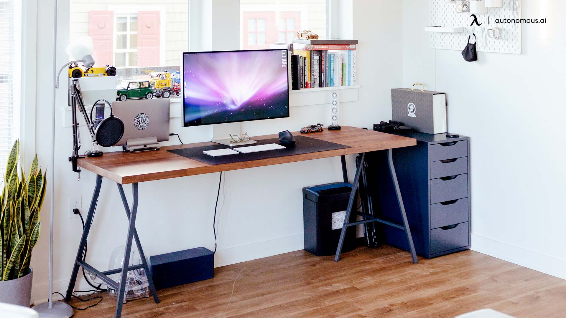 set your workstation near a power supply