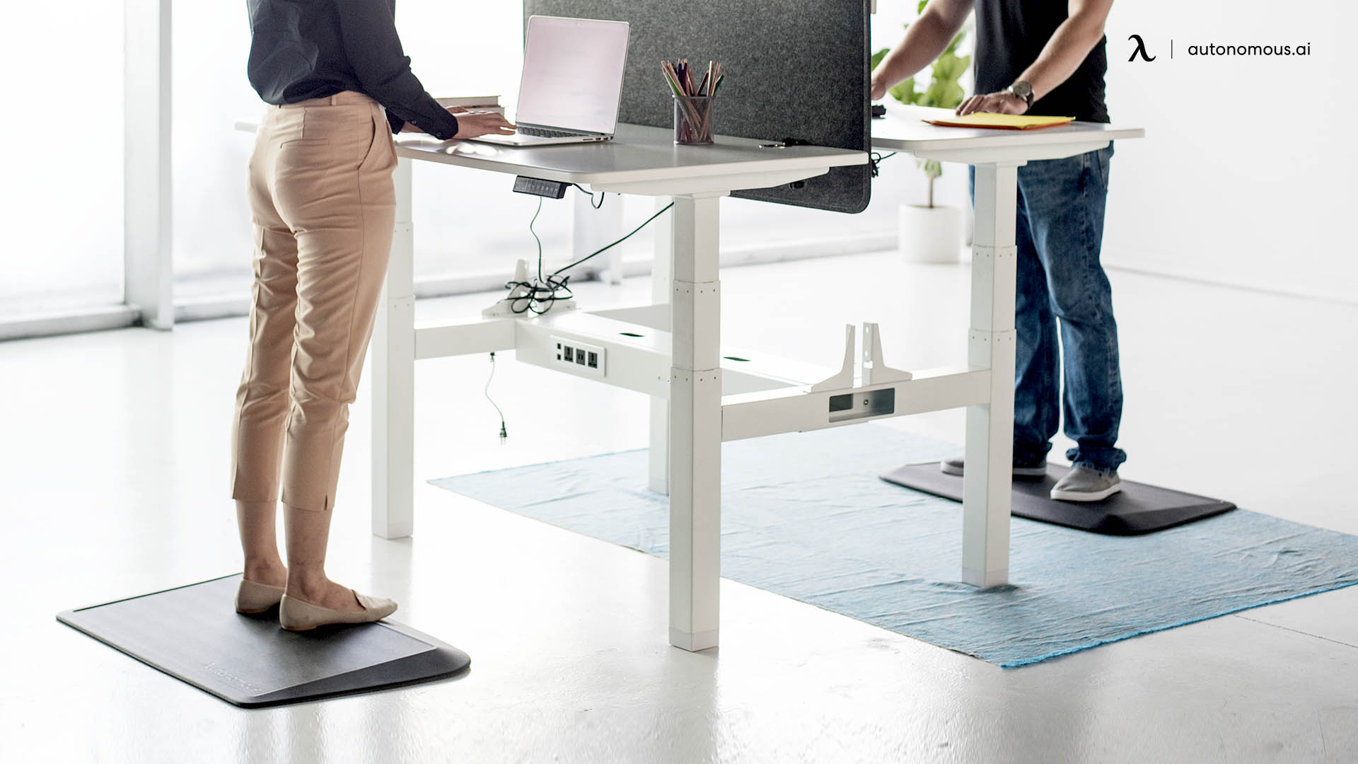 Why Should You Combine Anti-Fatigue with a Standing Desk?
