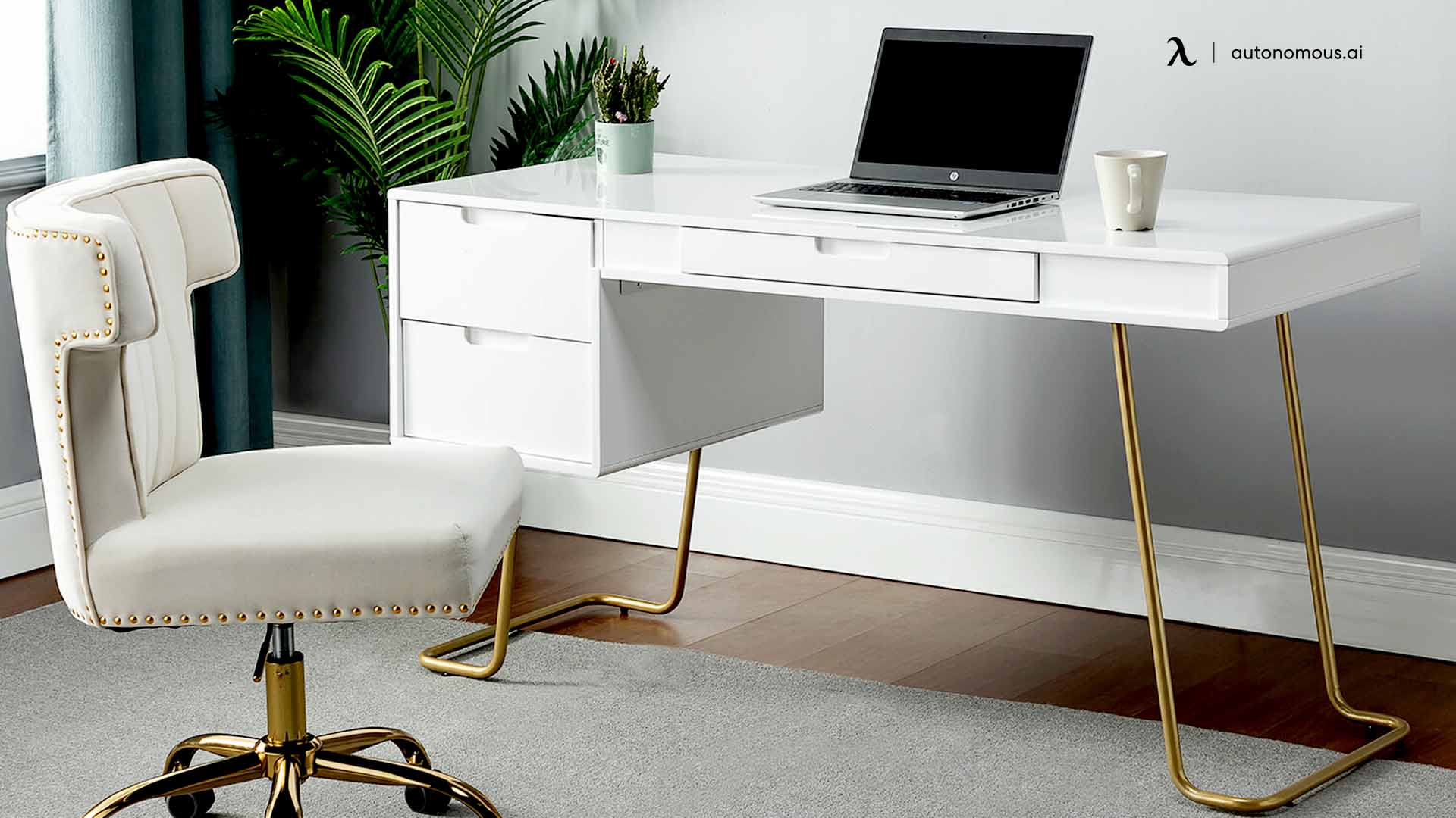 Everly Queen's Ogara Desk and Chair Set