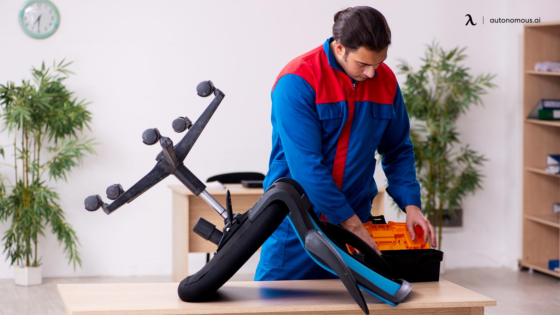 How to Fix an Office Chair That Won't Stay Up: 5 Steps