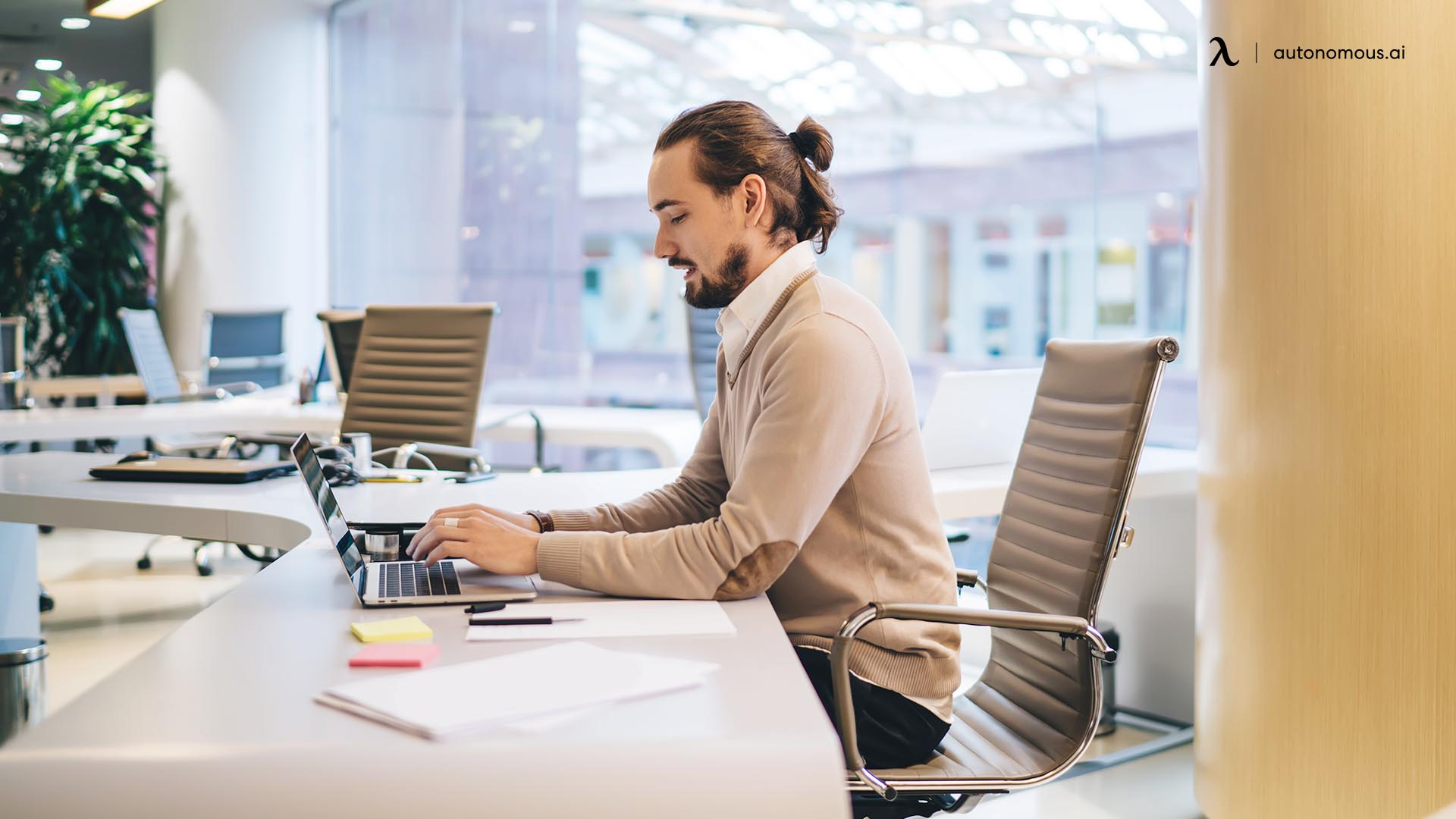 What Is a Hoteling Office Space?