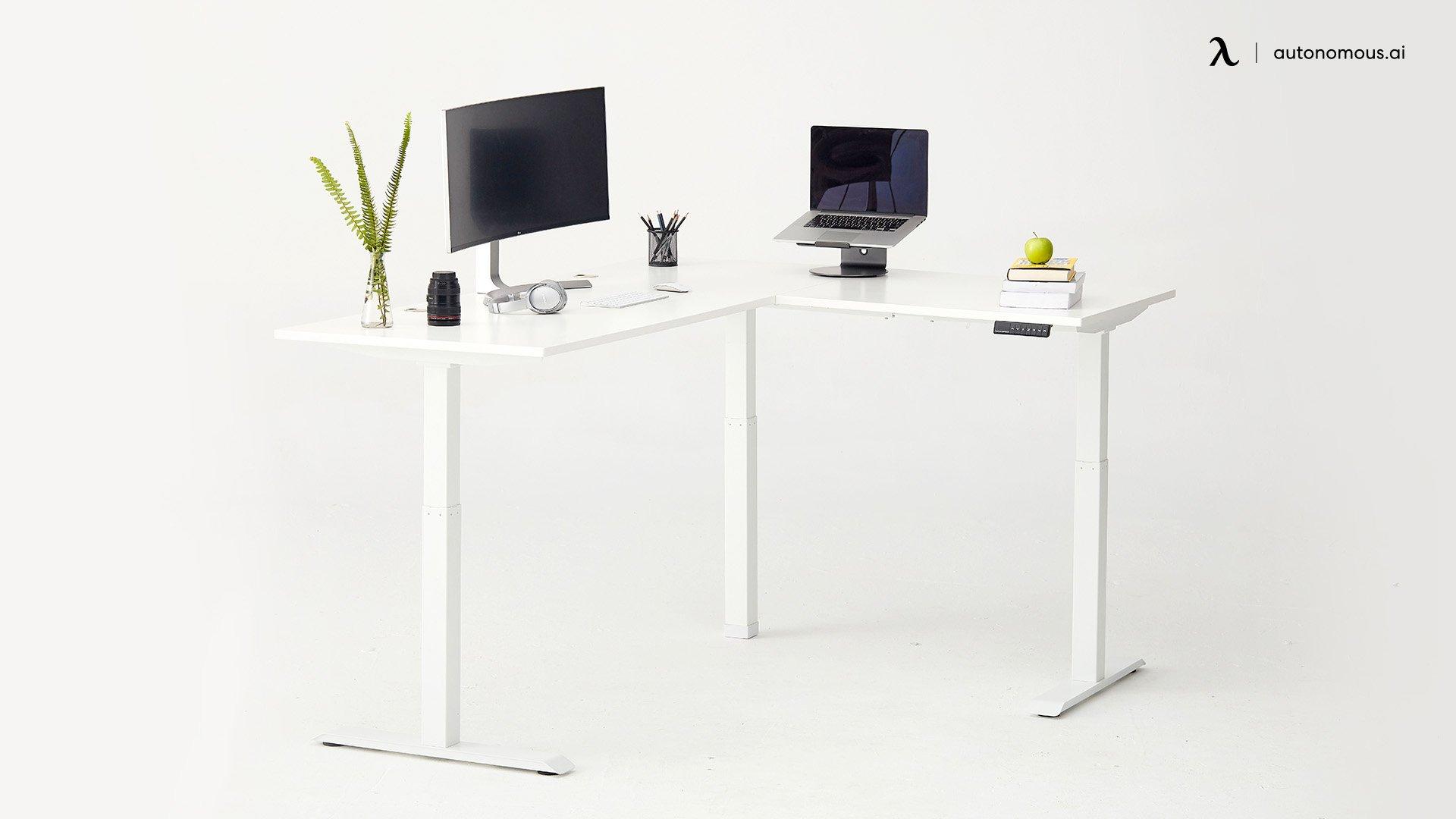 A DIY Adjustable corner desk idea
