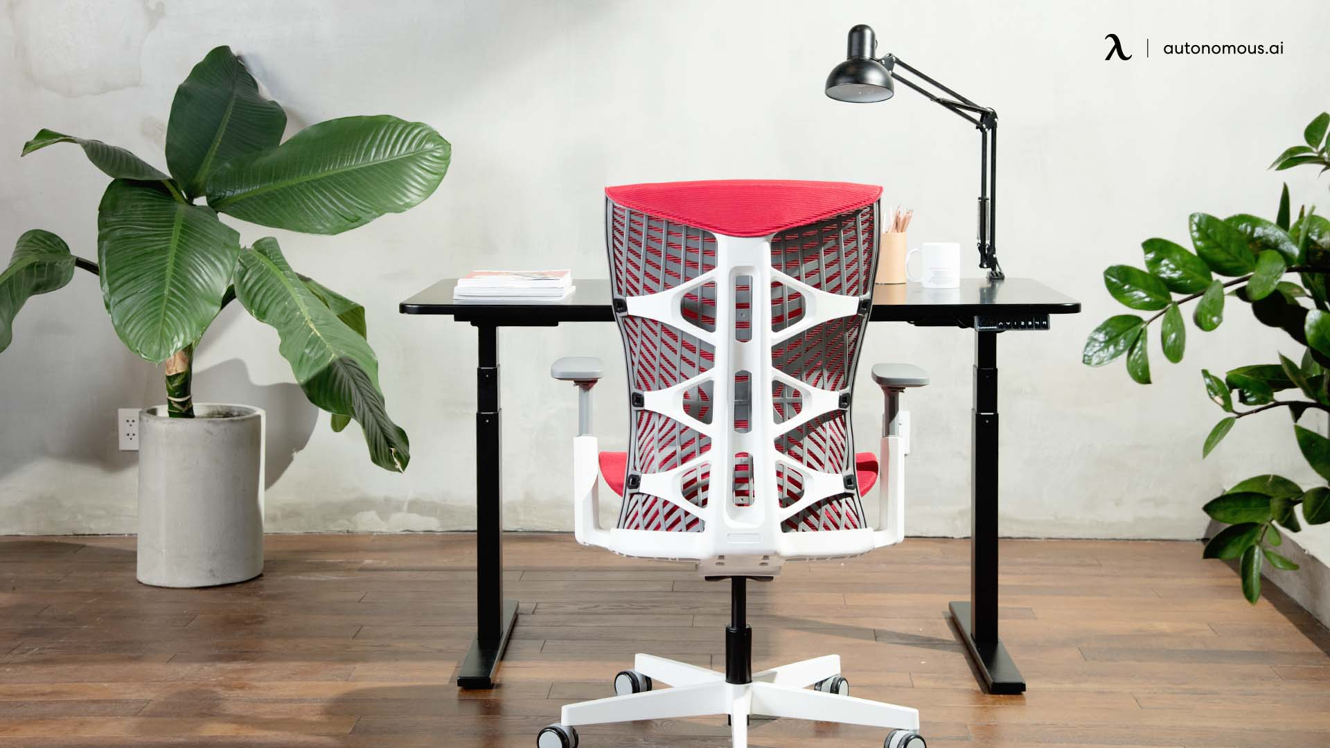 Use comfortable furniture for private workspace