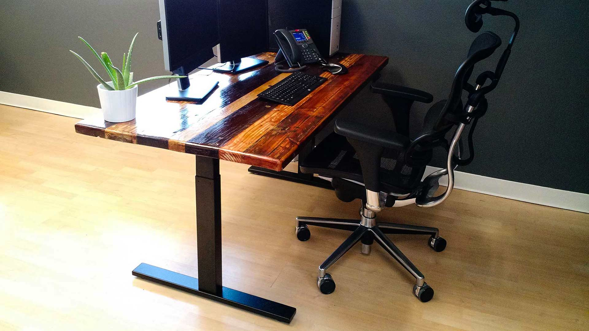 7 Ways to Choose the Best Frames to Build a DIY Standing Desk [for 2019] - one is using the smartdesk kit frame